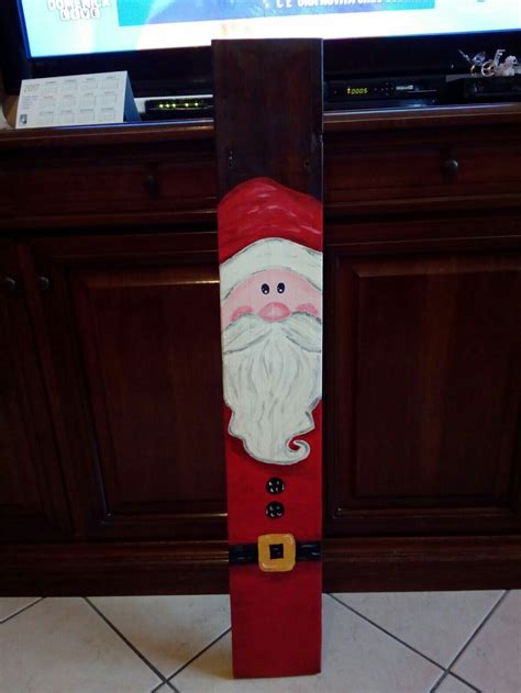 Aged Painted Wood Diy Santa Pallet