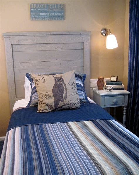 Ana-White-Reclaimed-Wood-Headboard-Twin