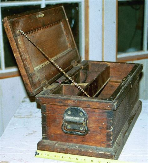 Antique-Tool-Chest-Plans