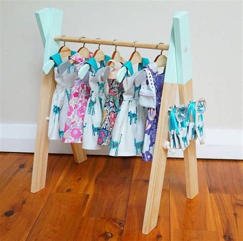 Barbie-Clothes-Rack-Diy