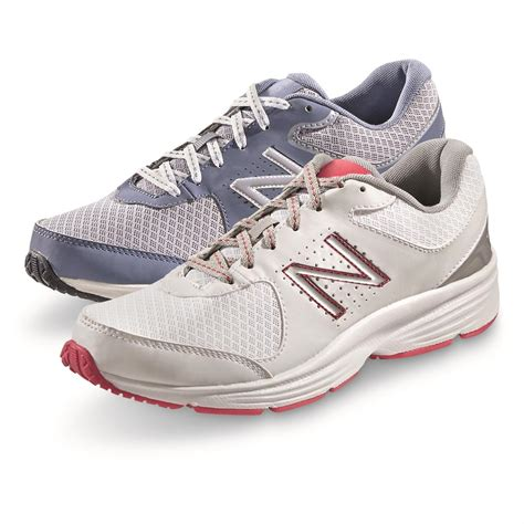 Basic New Balance Walking Sneaker Women