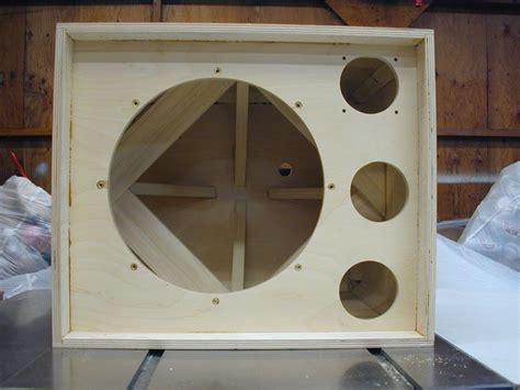 Bass-Guitar-Speaker-Cabinet-Plans