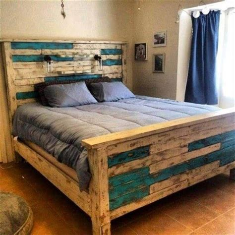 Bed Frame Out Of Pallets Diy Tables