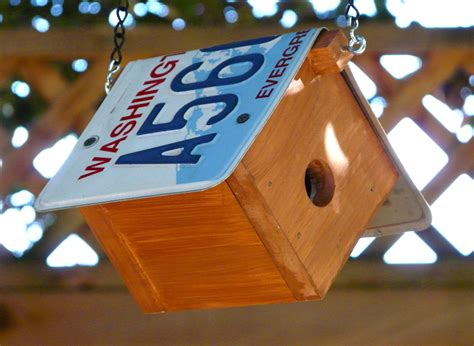 Bird-House-Plans-With-License-Plate-Roof