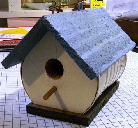Birdhouse-Plans-With-Recycled-Material