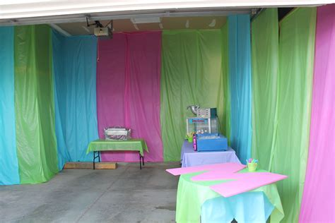 Birthday-Party-Decorations-Diy-Wall-Coverings-With-Table-Clothes