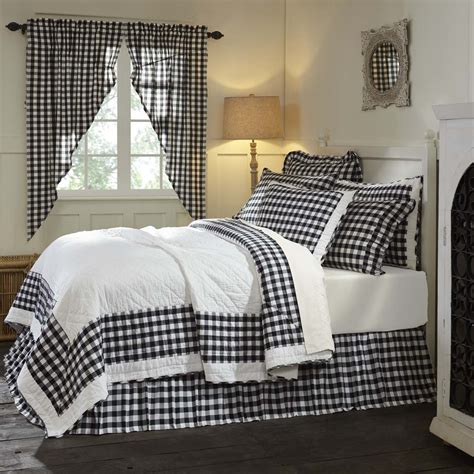 Black-And-White-Farmhouse-Bedding