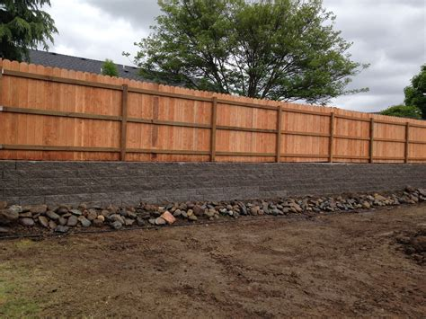 Bottom-Fence-Wood-Retaining-Wall-Plans