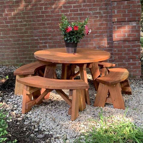 Brentwood-Farms-With-Picnic-Tables