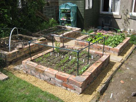 Brick-Raised-Garden-Bed-Plans