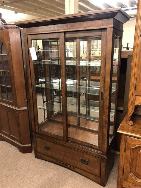 Broyhill Furniture Curio Cabinets