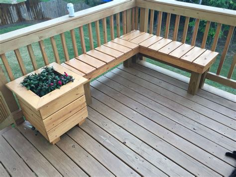 Build Deck Corner Planters With Seating