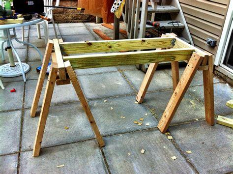 Build-Sawhorse-Workbench