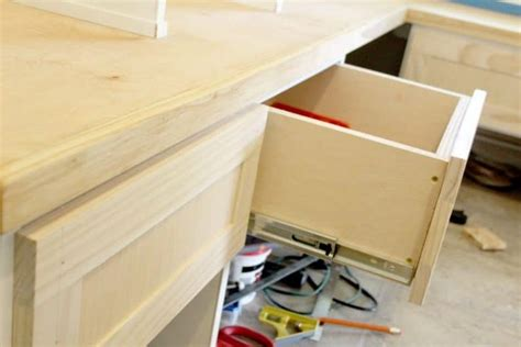 Building-Shaker-Drawer-Fronts
