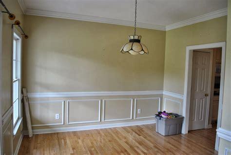 Chair-Rail-Ideas-For-Living-Room