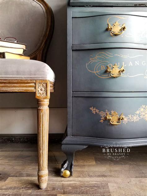 Chalk-Painted-Furniture-Diy
