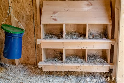 Chicken-Coop-Plans-With-Hanging-Nests