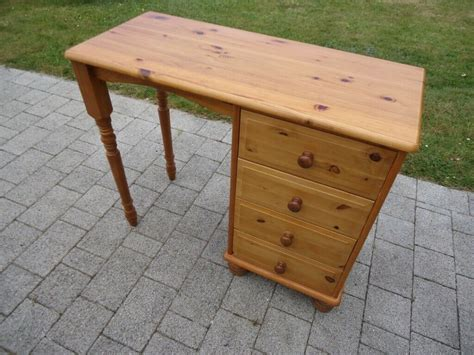 Childrens-Pine-Desk