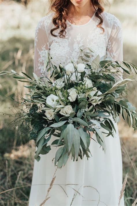 Choosing the Best Winter Wedding Flowers for Your Budget Wedding  ?