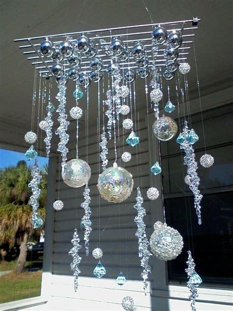 Christmas-Ornament-Chandelier-Diy
