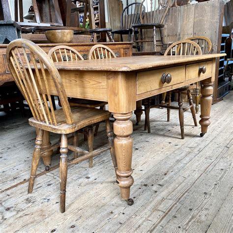 Classic-Farmhouse-Table