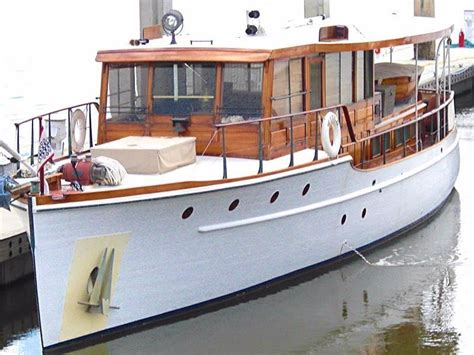 Classic-Wooden-Motor-Yacht-Plans