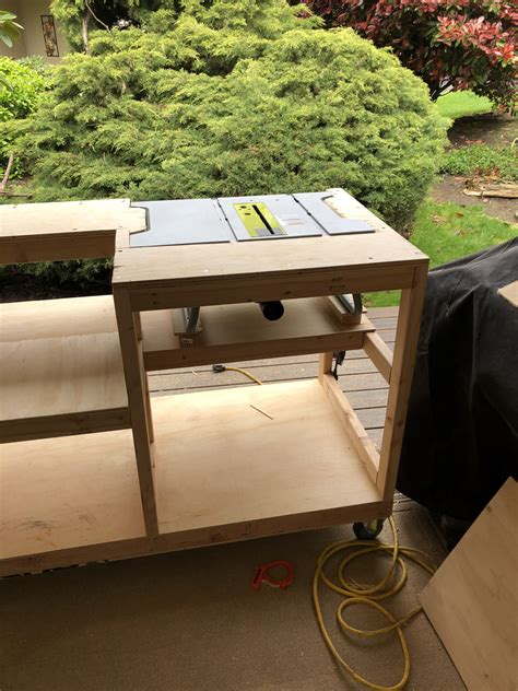 Collapsible-Work-Table-Diy