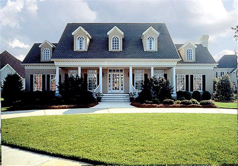 Colonial Style Farmhouse Plans