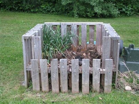 Compost-Bin-Plans-Using-Pallets