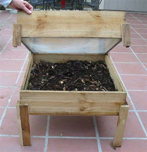 Compost-Worms-Wooden-Outdoor-Bin-Plans