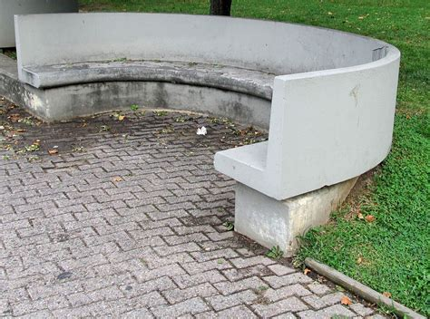 Concrete-Curved-Diy-Bench