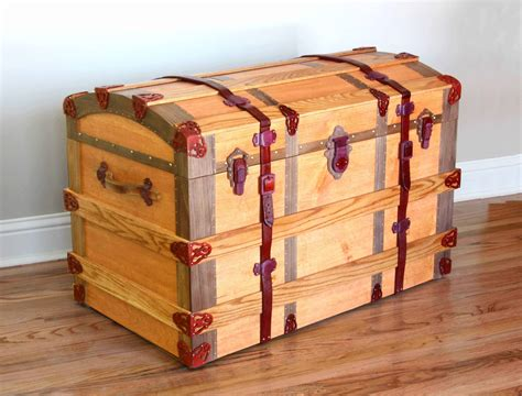 Cool-Woodworking-Trunk