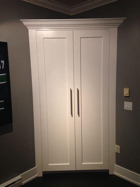 Corner-Linen-Cabinet-Plans