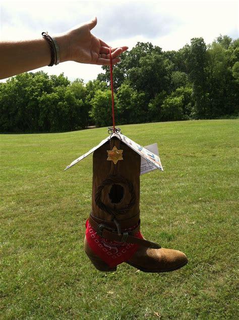Cowboy-Boot-Birdhouse-Diy