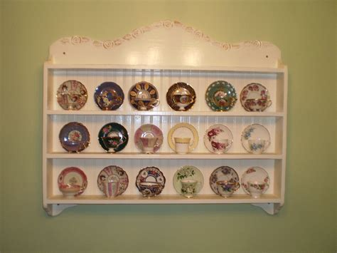 Cup-Saucer-Display-Shelf-Plans