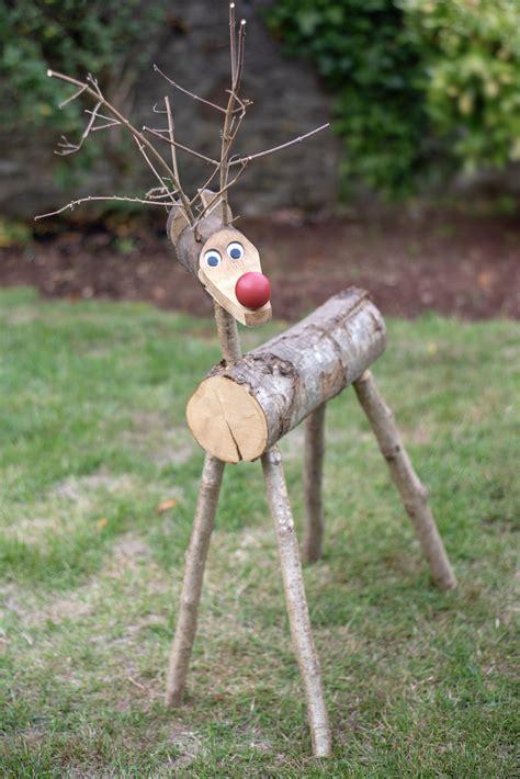 Cute-Funny-Diy-Wood-Outdoor-Reindeer