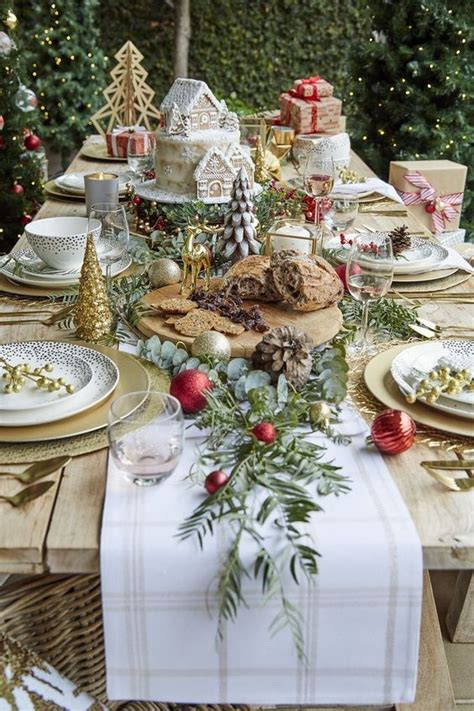 DIY Dining Table Christmas Decorations