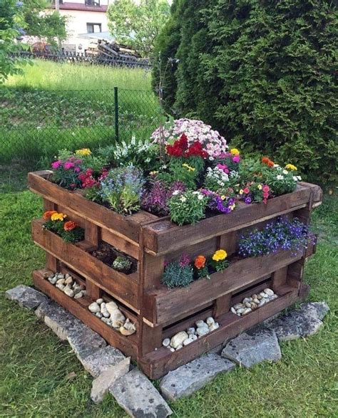 DIY Flower Bed Out Of Pallets