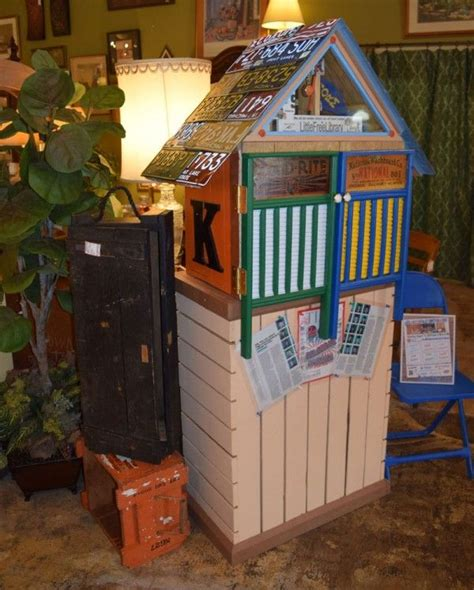 DIY Free Library With Pallets