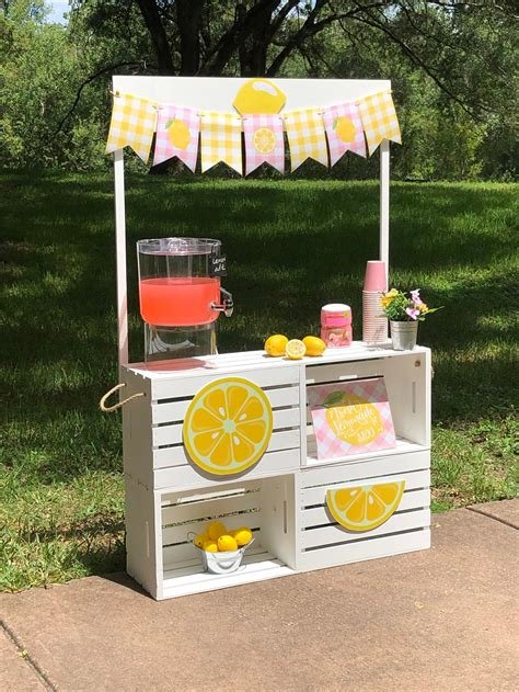 DIY Lemonade Stand Decorations