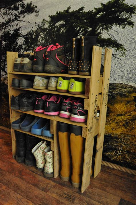 DIY Pallet Shoe Shelf