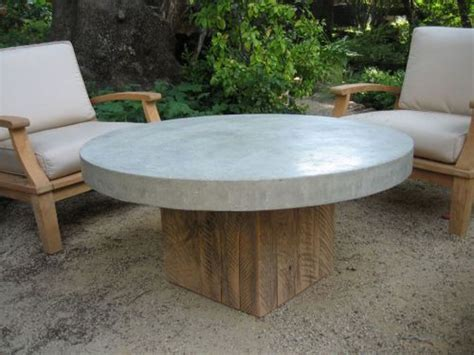 DIY Round Outdoor Coffee Table