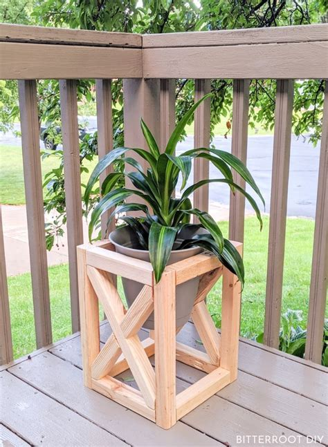 DIY Rustic Wood Plant Stand Plans