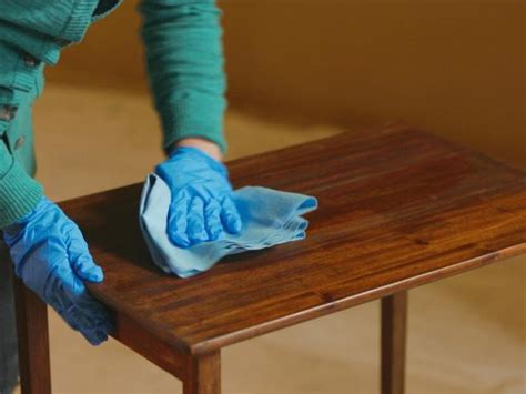 DIY Sanding And Staining Wood Table