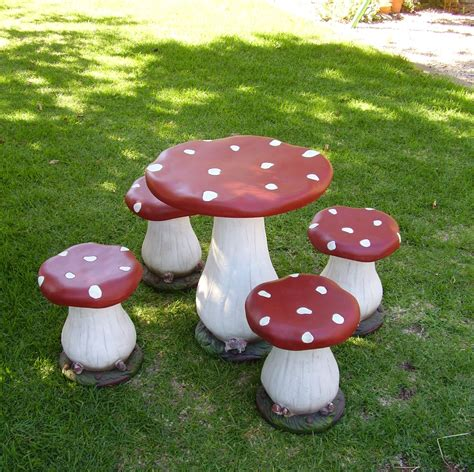 DIY Toadstool Table And Chairs