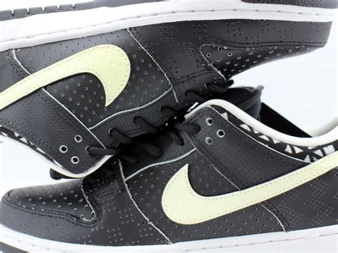 DUNK LOW PREM BHM SB QS 745956-010