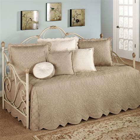 Day Bed Comforter Pattern