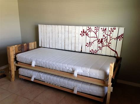 Daybed Diy From Pallet Wood