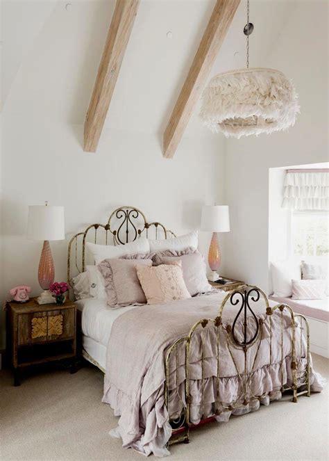 Decorating-With-Antique-Bedroom-Furniture-Diy