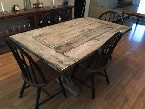 Distressed-Farmhouse-Dining-Table